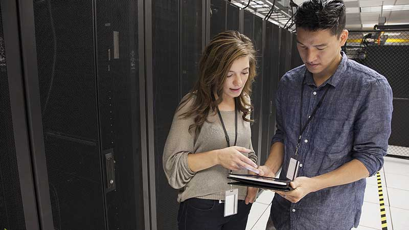 man-and-woman-in-server-room-800X450